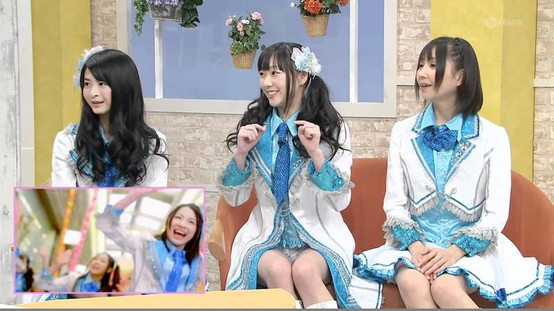 【AKB48パンチラ画像】可愛いミニスカ衣装でパンチラしそうなアイドル画像 56
