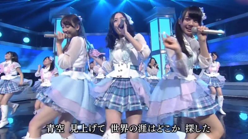 【AKB48パンチラ画像】可愛いミニスカ衣装でパンチラしそうなアイドル画像 57