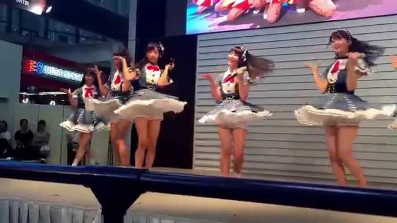 【AKB48パンチラ画像】可愛いミニスカ衣装でパンチラしそうなアイドル画像 59