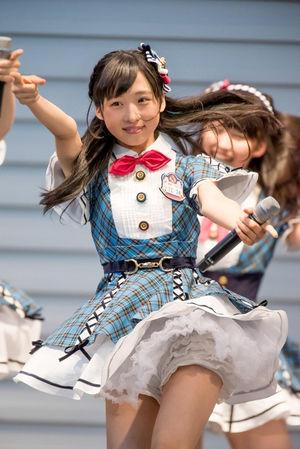 【AKB48パンチラ画像】可愛いミニスカ衣装でパンチラしそうなアイドル画像 60