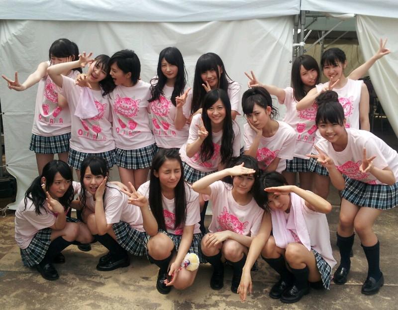 【AKB48パンチラ画像】可愛いミニスカ衣装でパンチラしそうなアイドル画像 61