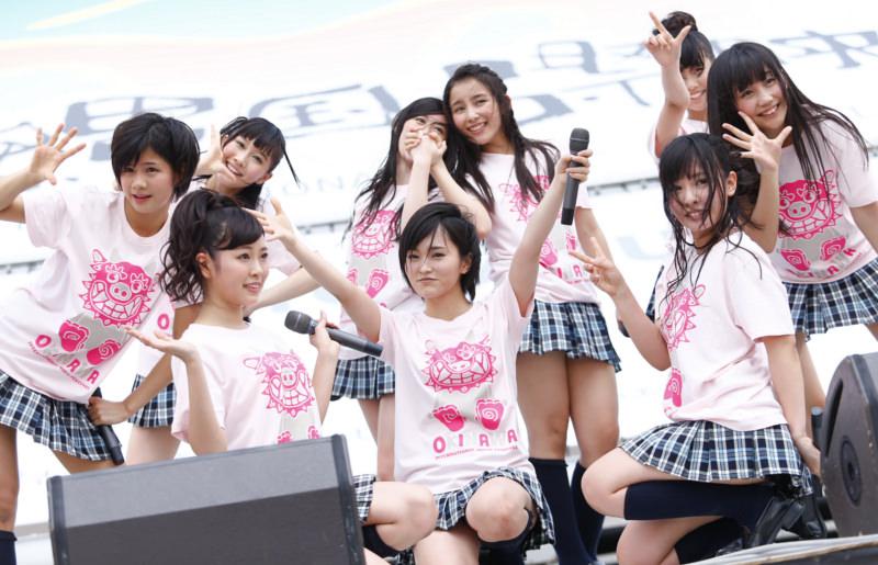 【AKB48パンチラ画像】可愛いミニスカ衣装でパンチラしそうなアイドル画像 62