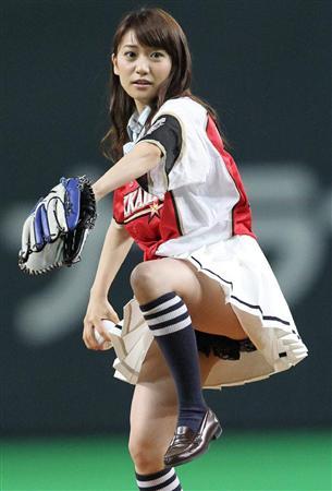 【AKB48パンチラ画像】可愛いミニスカ衣装でパンチラしそうなアイドル画像 63