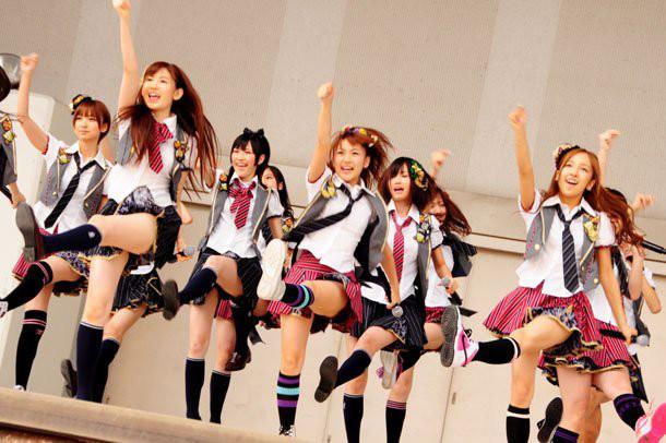 【AKB48パンチラ画像】可愛いミニスカ衣装でパンチラしそうなアイドル画像 65
