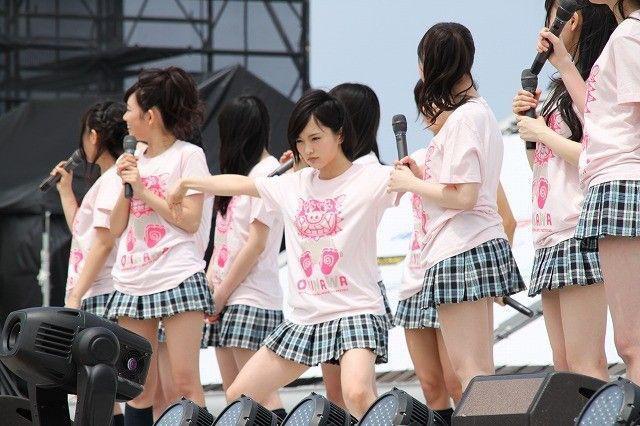 【AKB48パンチラ画像】可愛いミニスカ衣装でパンチラしそうなアイドル画像 66