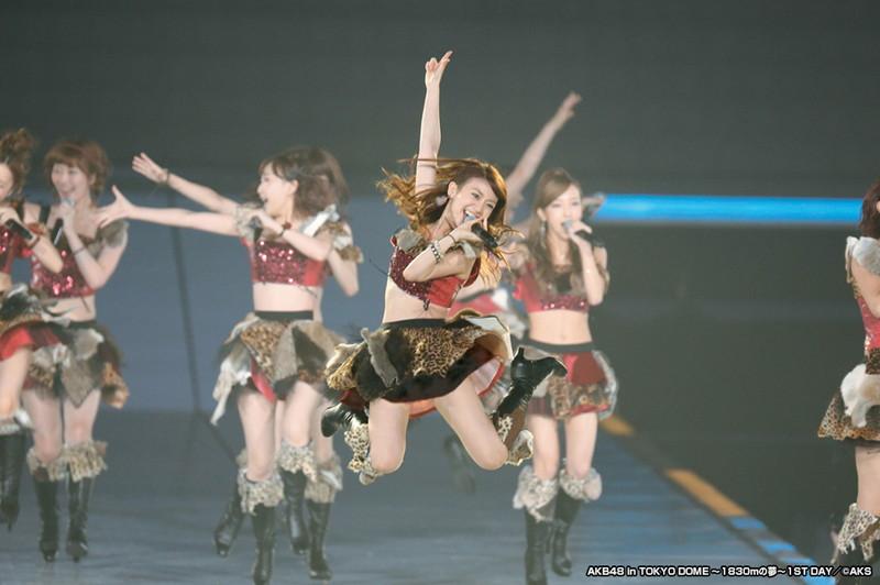 【AKB48パンチラ画像】可愛いミニスカ衣装でパンチラしそうなアイドル画像 67
