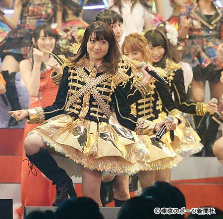 【AKB48パンチラ画像】可愛いミニスカ衣装でパンチラしそうなアイドル画像 70