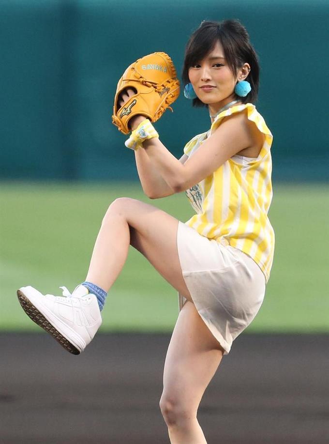 【AKB48パンチラ画像】可愛いミニスカ衣装でパンチラしそうなアイドル画像 72