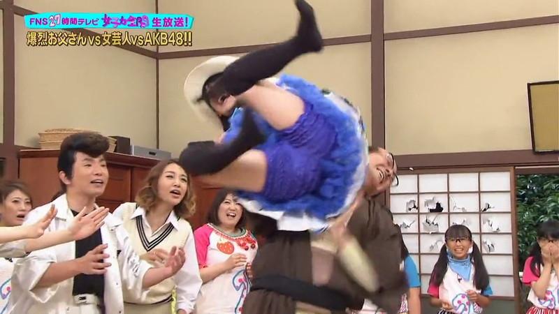 【AKB48パンチラ画像】可愛いミニスカ衣装でパンチラしそうなアイドル画像 79