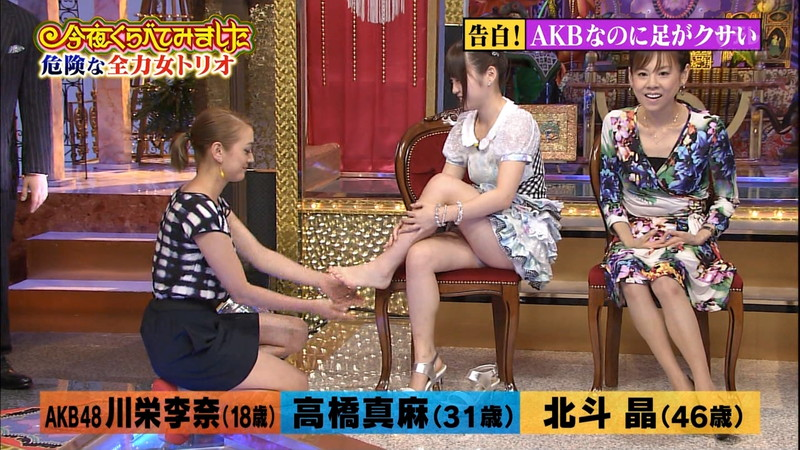 【女性タレント生足画像】短いスカートで生足をテレビで見せつけるタレント画像 10