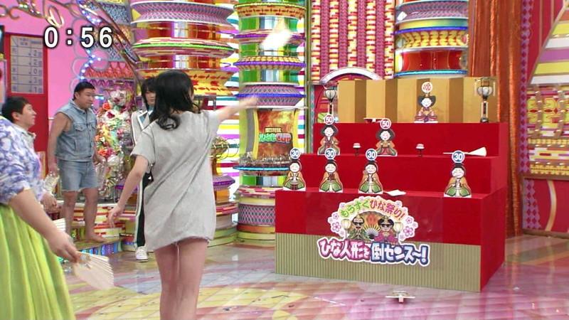 【女性タレント生足画像】短いスカートで生足をテレビで見せつけるタレント画像 13