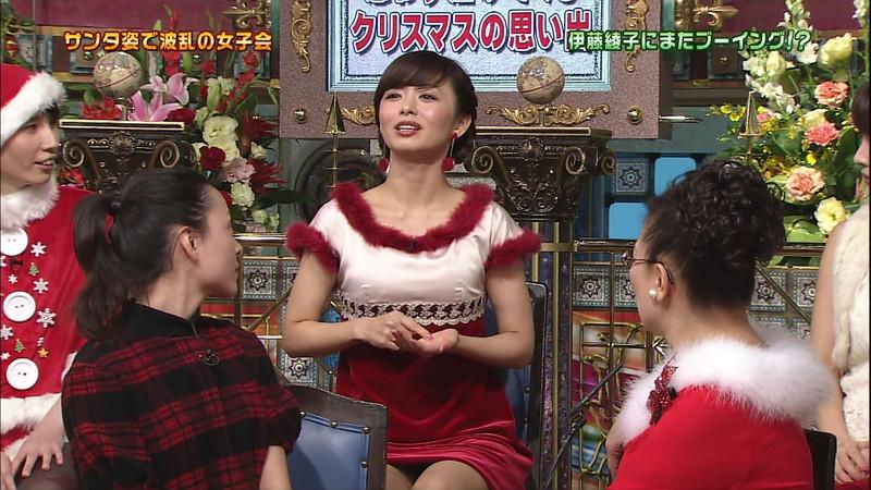 【女性タレント生足画像】短いスカートで生足をテレビで見せつけるタレント画像 17