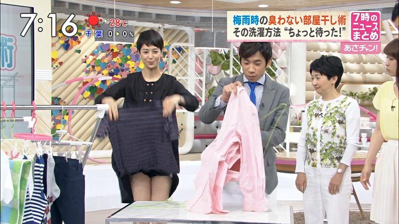 【女性タレント生足画像】短いスカートで生足をテレビで見せつけるタレント画像 29