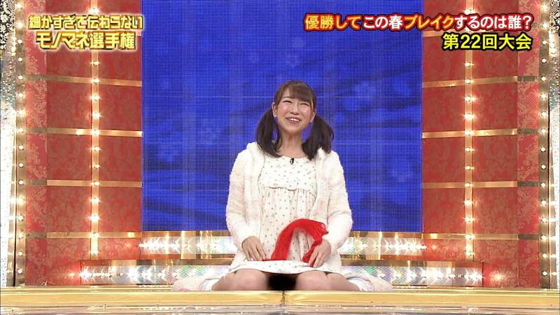 【女性タレント生足画像】短いスカートで生足をテレビで見せつけるタレント画像 31