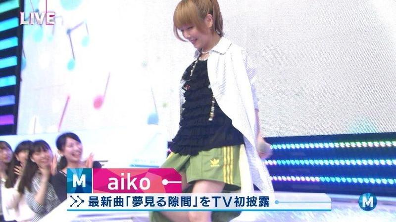 【女性タレント生足画像】短いスカートで生足をテレビで見せつけるタレント画像 34