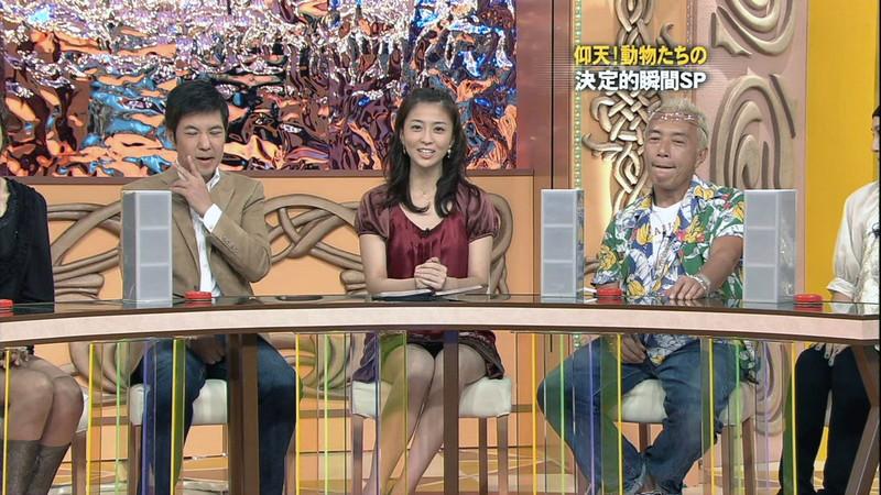 【女性タレント生足画像】短いスカートで生足をテレビで見せつけるタレント画像 44