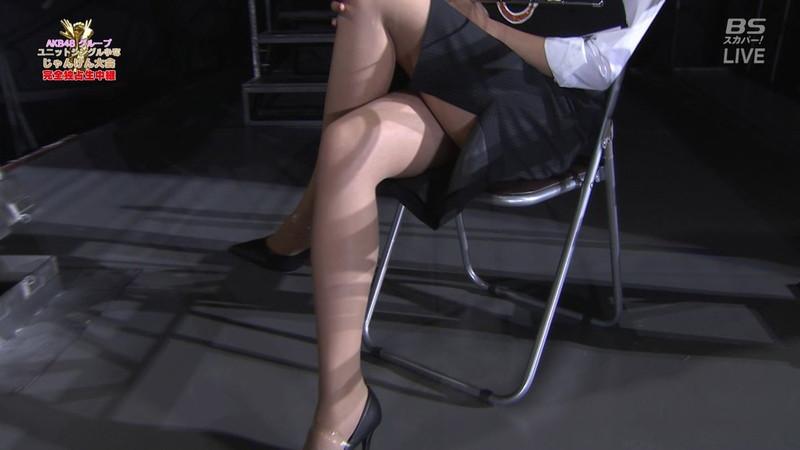 【女性タレント生足画像】短いスカートで生足をテレビで見せつけるタレント画像 50