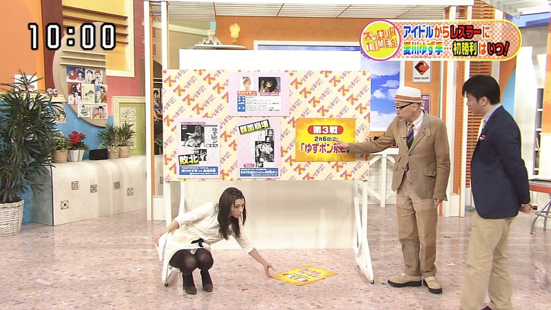 【女性タレント生足画像】短いスカートで生足をテレビで見せつけるタレント画像 61