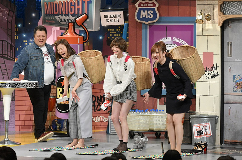 【女性タレント生足画像】短いスカートで生足をテレビで見せつけるタレント画像 69