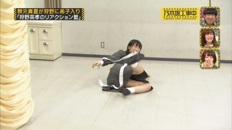 【女性タレント生足画像】短いスカートで生足をテレビで見せつけるタレント画像 70