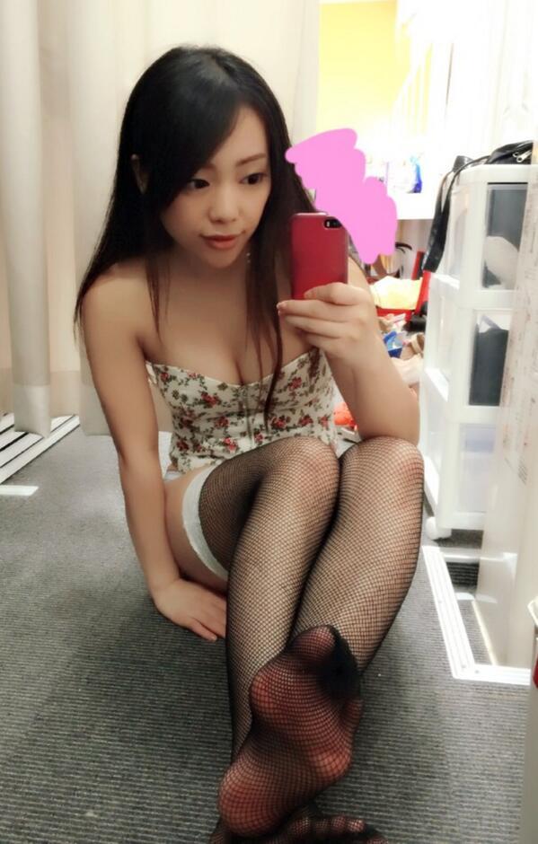 【美女の足裏画像】グラドル美女が見せつける美脚の足裏フェチ画像 52