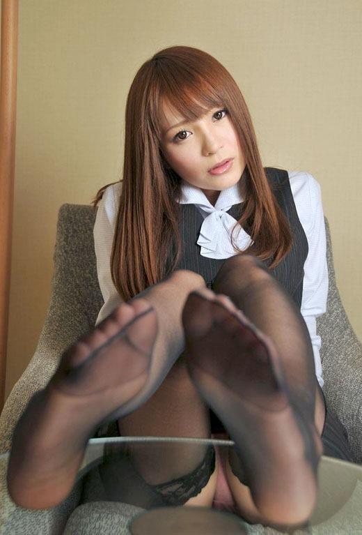 【美女の足裏画像】グラドル美女が見せつける美脚の足裏フェチ画像 79