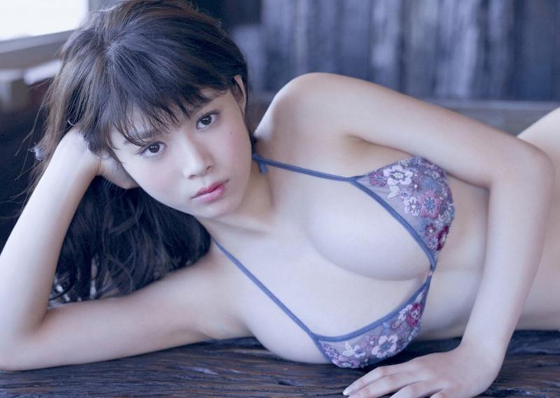 【馬場ふみかグラビア画像】目元のホクロが色っぽいモグラ女子のセクシーショット
