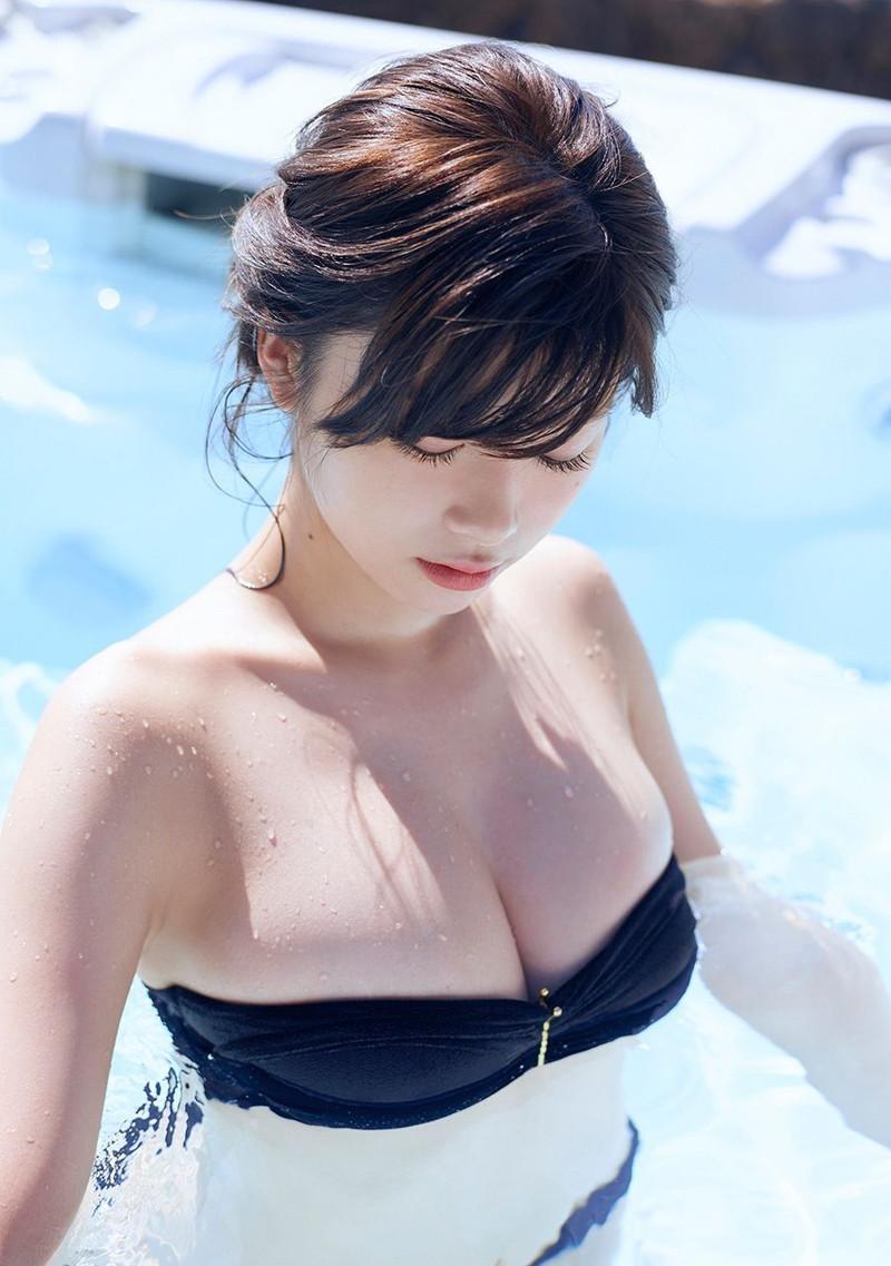 【馬場ふみかグラビア画像】目元のホクロが色っぽいモグラ女子のセクシーショット 16
