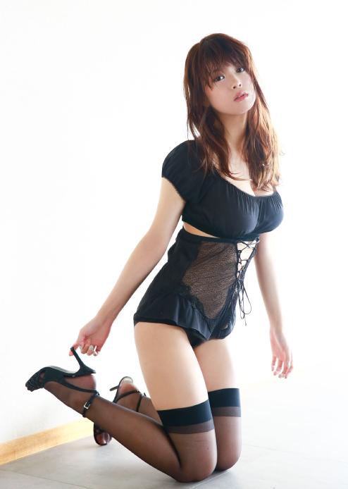 【馬場ふみかグラビア画像】目元のホクロが色っぽいモグラ女子のセクシーショット 34