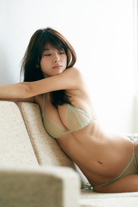 【馬場ふみかグラビア画像】目元のホクロが色っぽいモグラ女子のセクシーショット 48