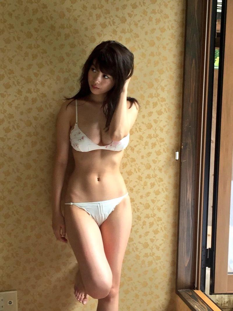 【馬場ふみかグラビア画像】目元のホクロが色っぽいモグラ女子のセクシーショット 51