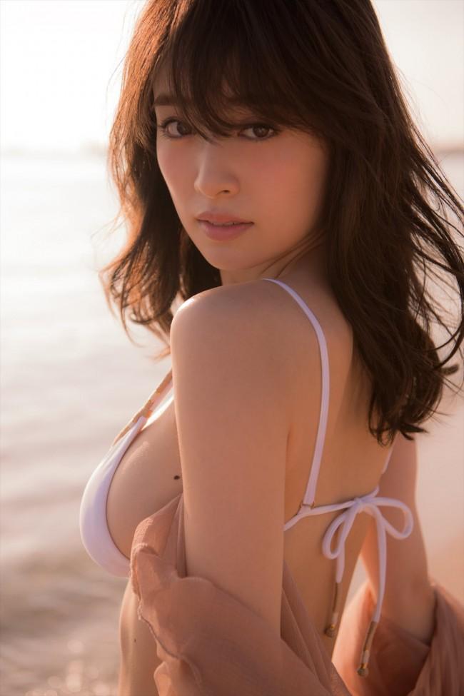 【モグラ女子ビキニ画像】スタイル抜群な美女たちの激エロビキニショット! 24