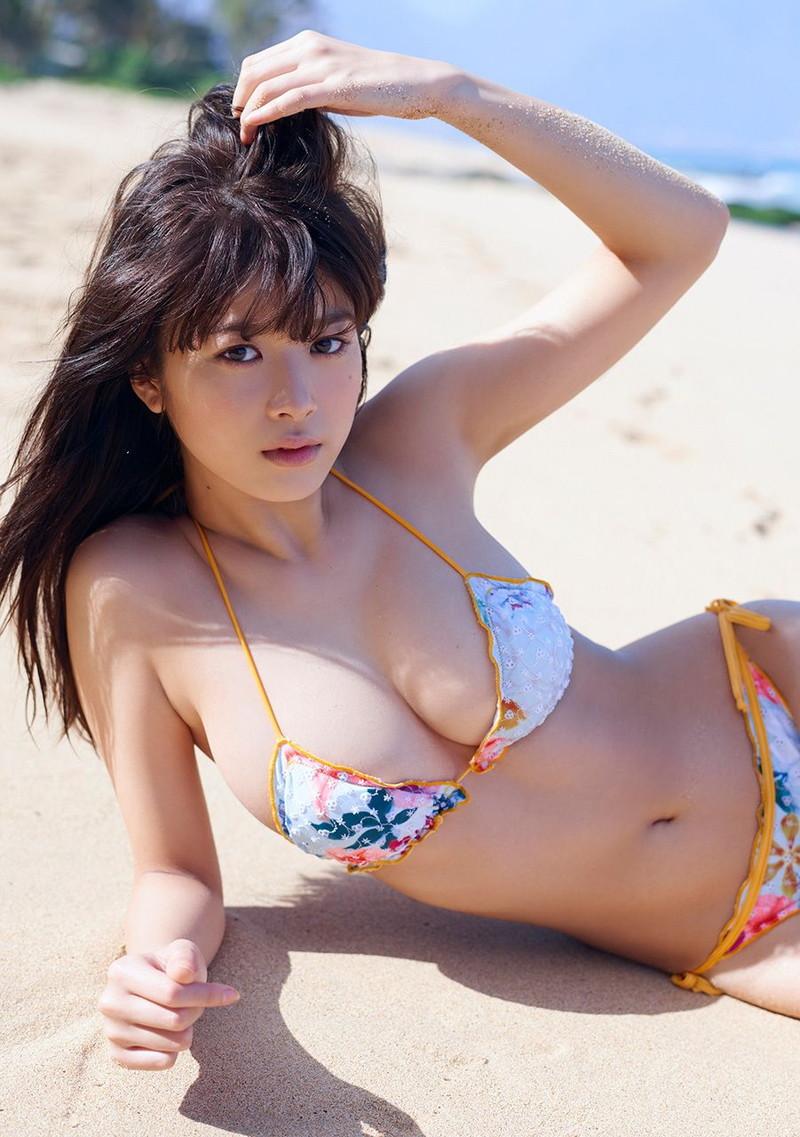 【モグラ女子ビキニ画像】スタイル抜群な美女たちの激エロビキニショット! 52