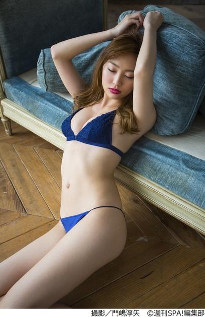 【モグラ女子ビキニ画像】スタイル抜群な美女たちの激エロビキニショット! 70