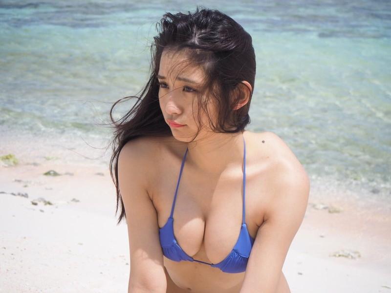 【浅川梨奈グラビア画像】童顔巨乳で大人気のグラビアアイドル水着画像 03