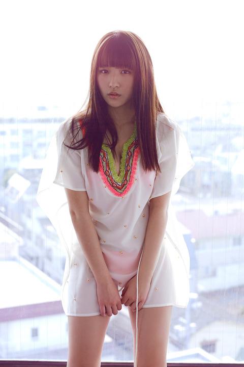 【浅川梨奈グラビア画像】童顔巨乳で大人気のグラビアアイドル水着画像 04