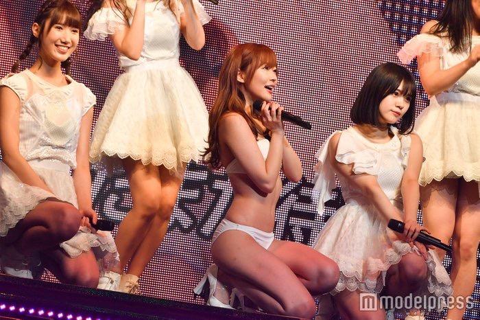 【AKB48エロ画像】スレンダーボディに美脚が眩しい指原莉乃の水着画像