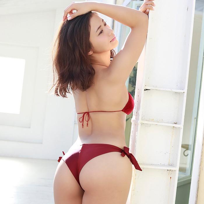 【お尻エロ画像】クイッと突き出したヒップラインがヌケるグラビア美女 18