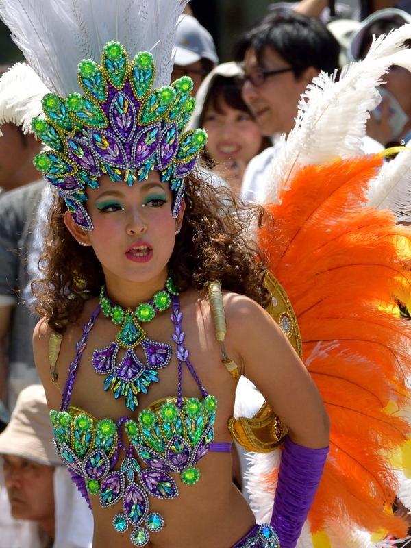 【サンバカーニバル】まるで野外露出ショーみたいなエロい衣装で踊り狂う女性達! 27