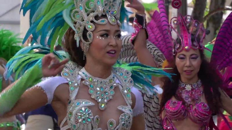 【サンバカーニバル】まるで野外露出ショーみたいなエロい衣装で踊り狂う女性達! 46