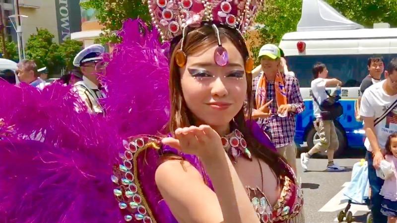 【サンバカーニバル】まるで野外露出ショーみたいなエロい衣装で踊り狂う女性達! 53