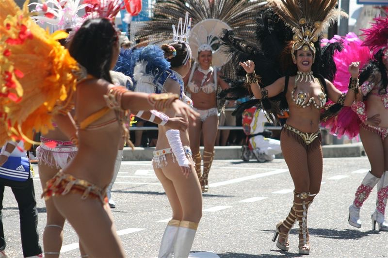 【サンバカーニバル】まるで野外露出ショーみたいなエロい衣装で踊り狂う女性達! 68