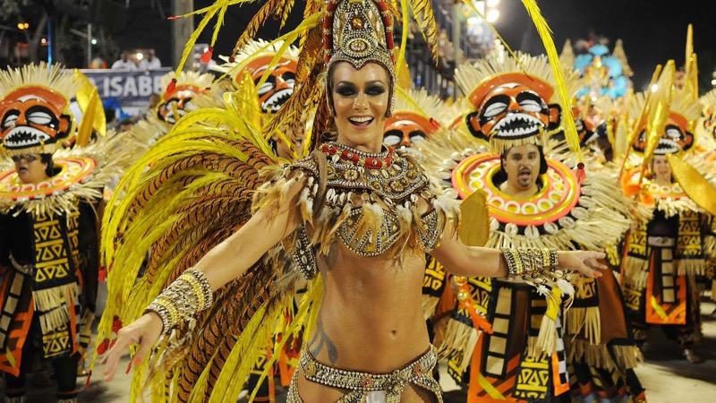 【サンバカーニバル】まるで野外露出ショーみたいなエロい衣装で踊り狂う女性達! 70