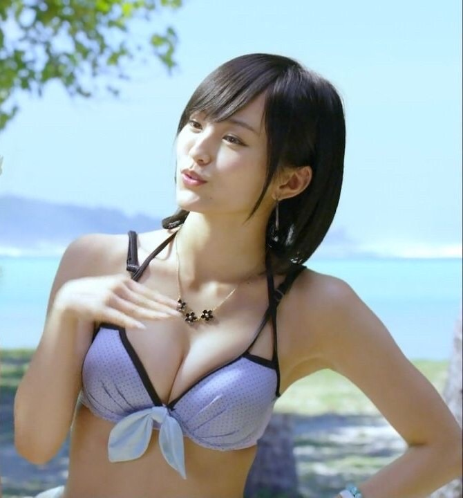 【NMB48エロ画像】グループも変態水着も卒業を決めた山本彩の水着画像 78