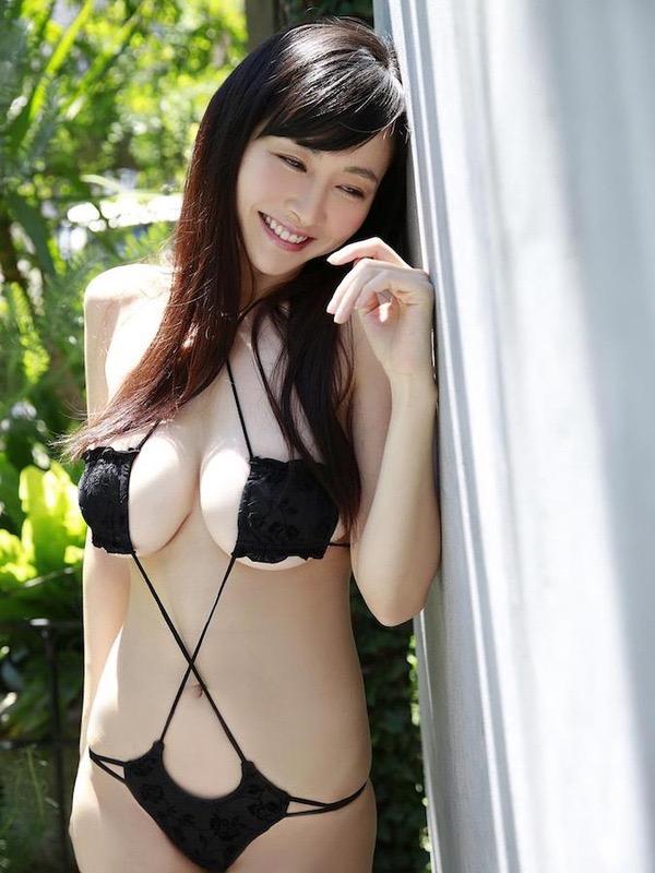 【変態水着エロ画像】男性向けの高露出デザインがヌケる水着姿の美女達 21