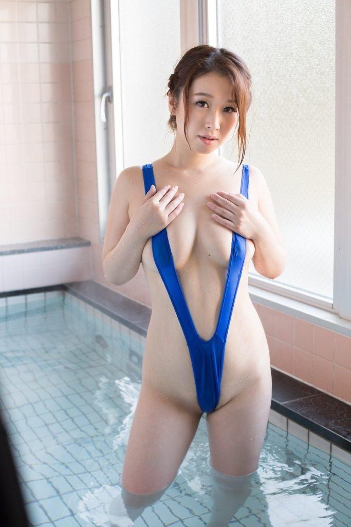 【変態水着エロ画像】男性向けの高露出デザインがヌケる水着姿の美女達 41
