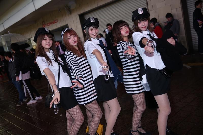 【ハロウィンコスプレ画像】渋谷に集まるギャル達の凝った様々な衣装がエロい! 08