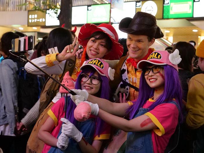【ハロウィンコスプレ画像】渋谷に集まるギャル達の凝った様々な衣装がエロい! 57