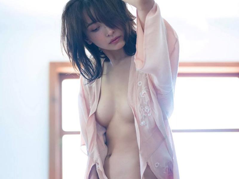 【山崎真実グラビア画像】30歳を超えて増々過激になっていく美女のセミヌード画像 09