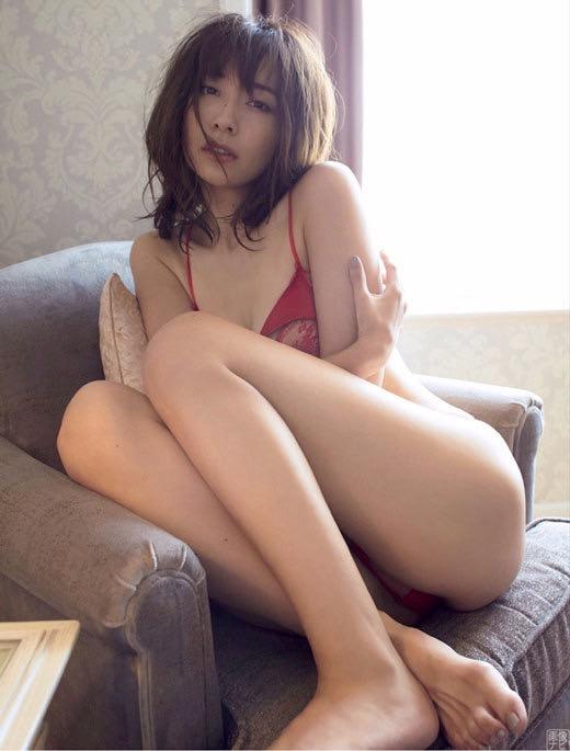 【山崎真実グラビア画像】30歳を超えて増々過激になっていく美女のセミヌード画像 22